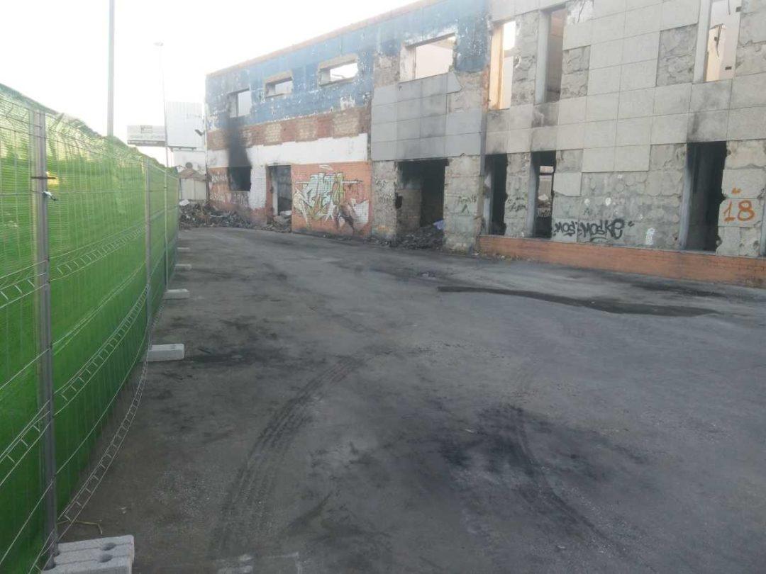 Demolición de nave industrial en Sevilla by Assista