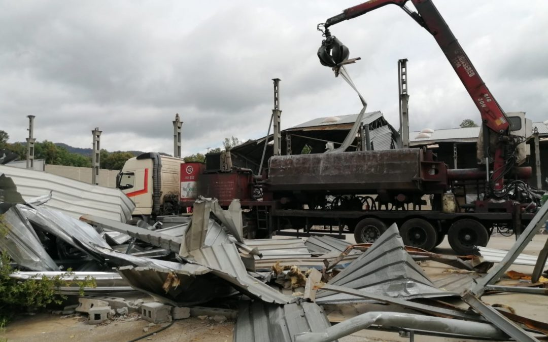 Demolición de edificación industrial en Girona