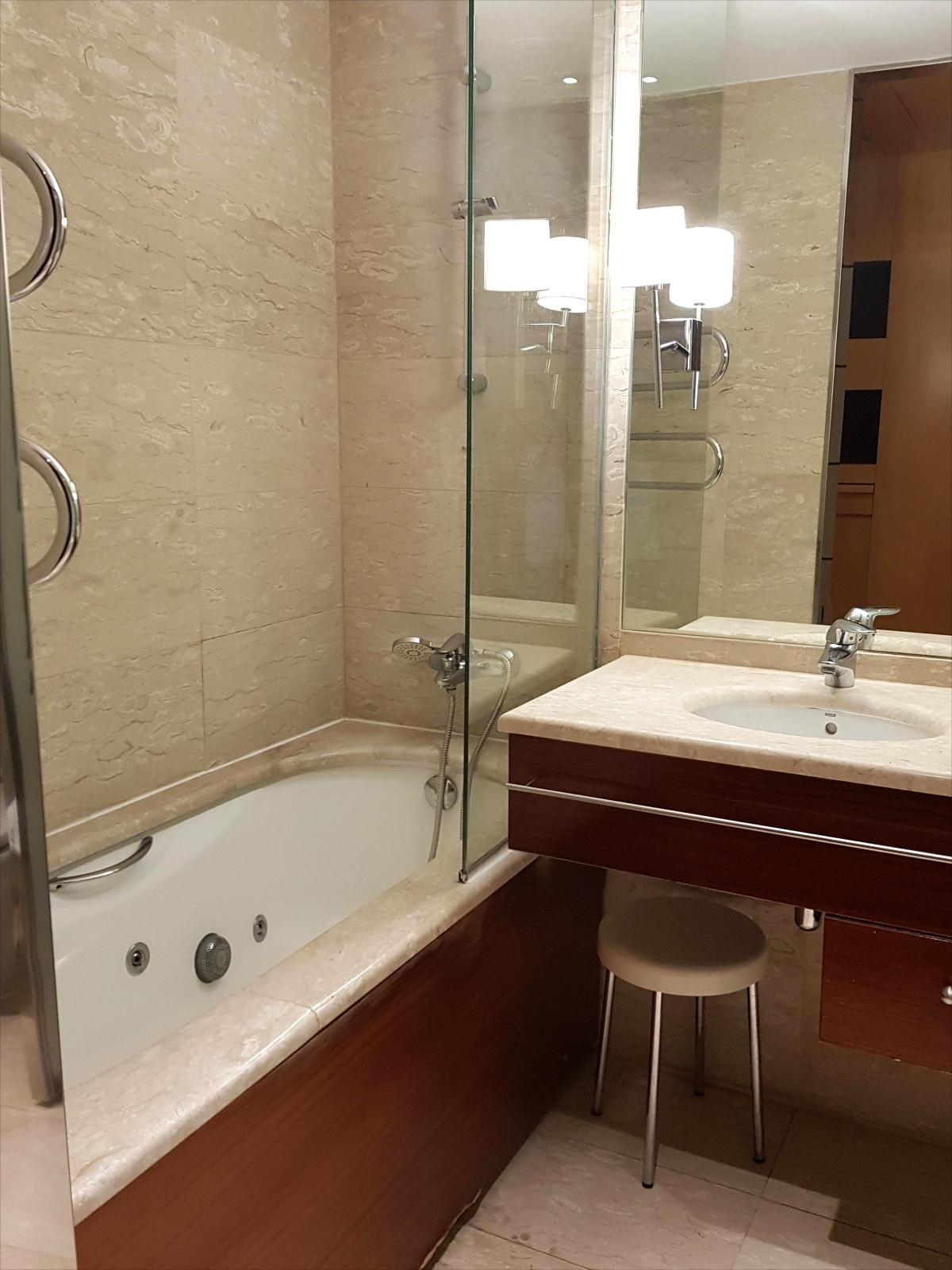 reforma baños hotel eurostars gran valencia 1