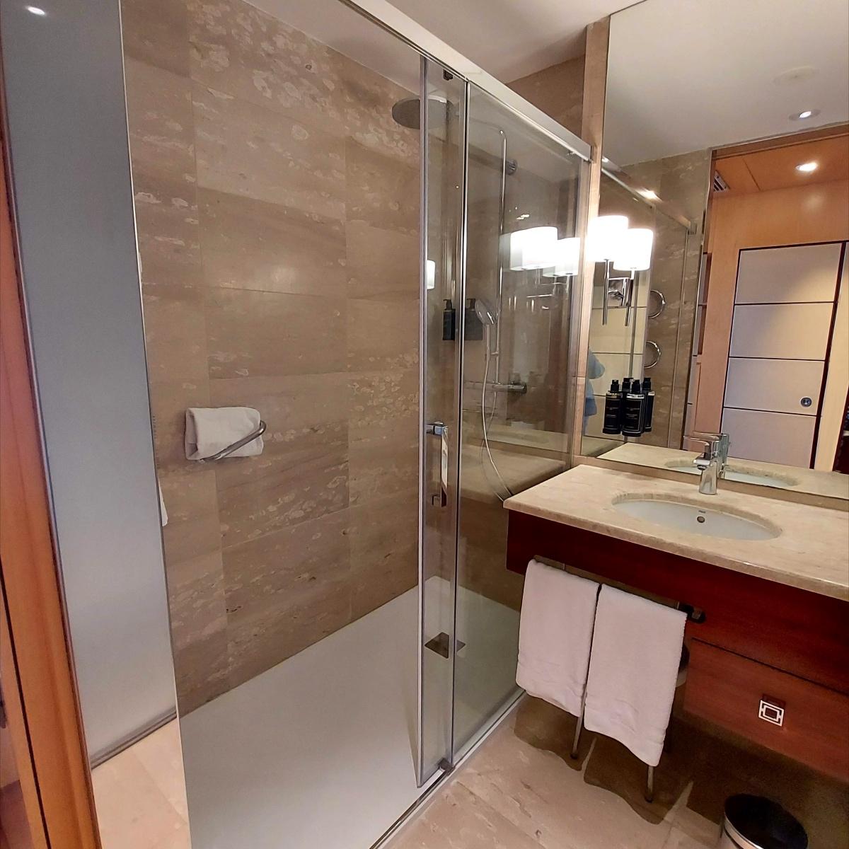 reforma baños hotel eurostars gran valencia 3