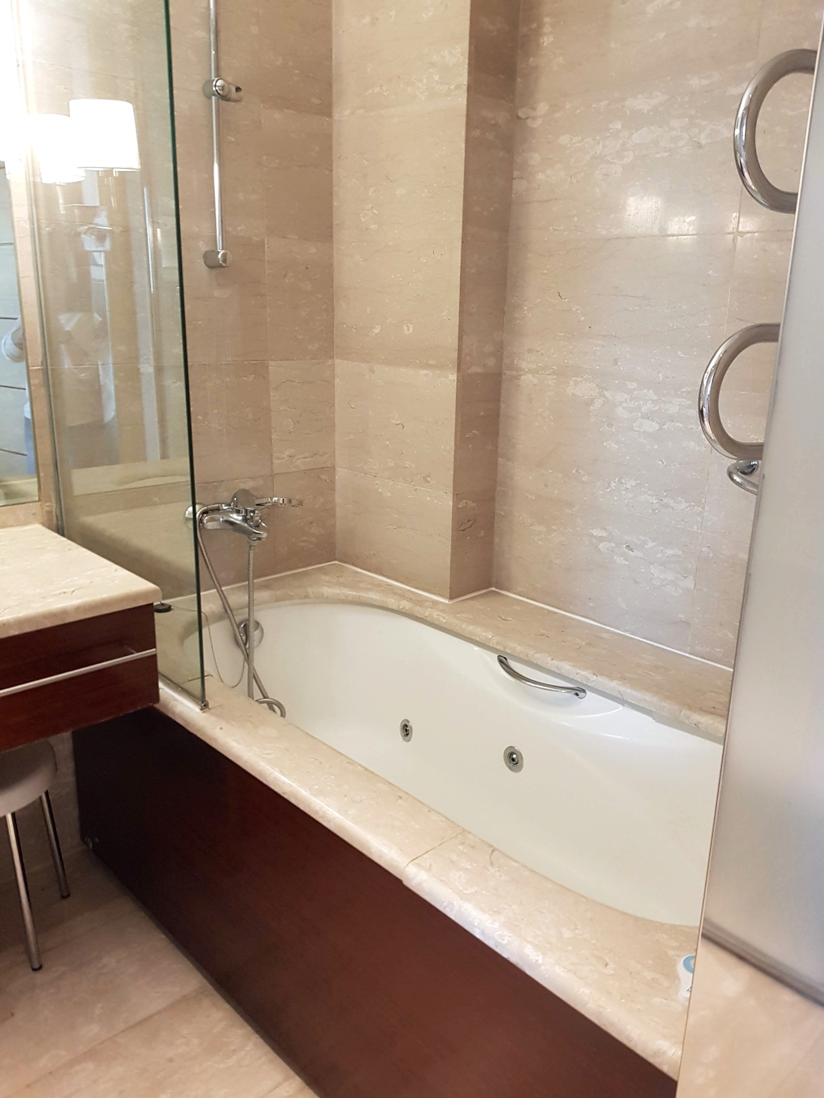 reforma baños hotel eurostars gran valencia 2