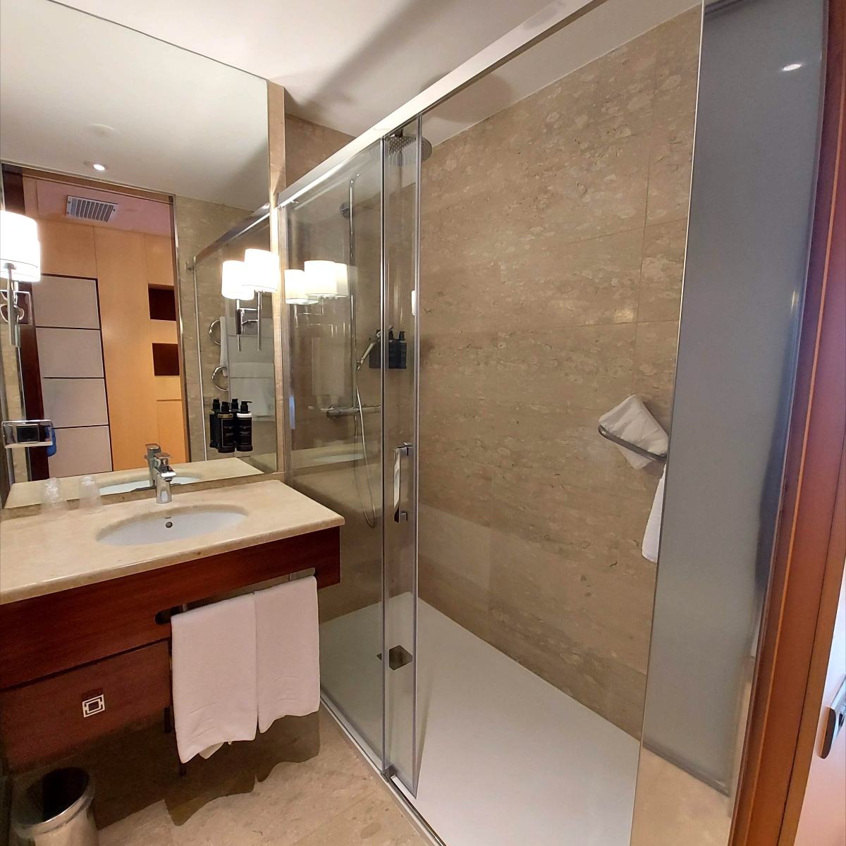 reforma baños hotel eurostars gran valencia